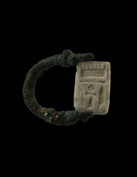 Bronze ring with faience Plaque  Signa Ring  (03.046.1)